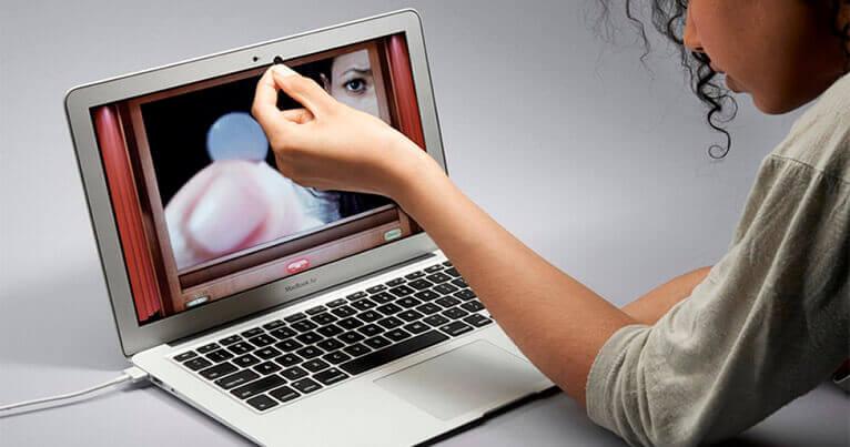 Зачем заклеивают камеру на ноутбуке?