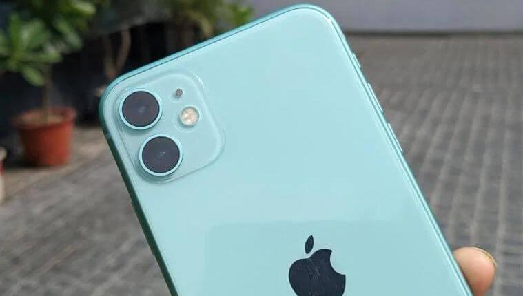 Слот для камеры имеет фирменный внешний вид iPhone, хотя Apple впервые его использует, потому что по форме он похож на значки приложений на iOS.